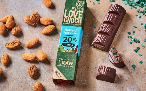 Header Lovechock organic raw chocolate almond spirulina Heldergroen ?>